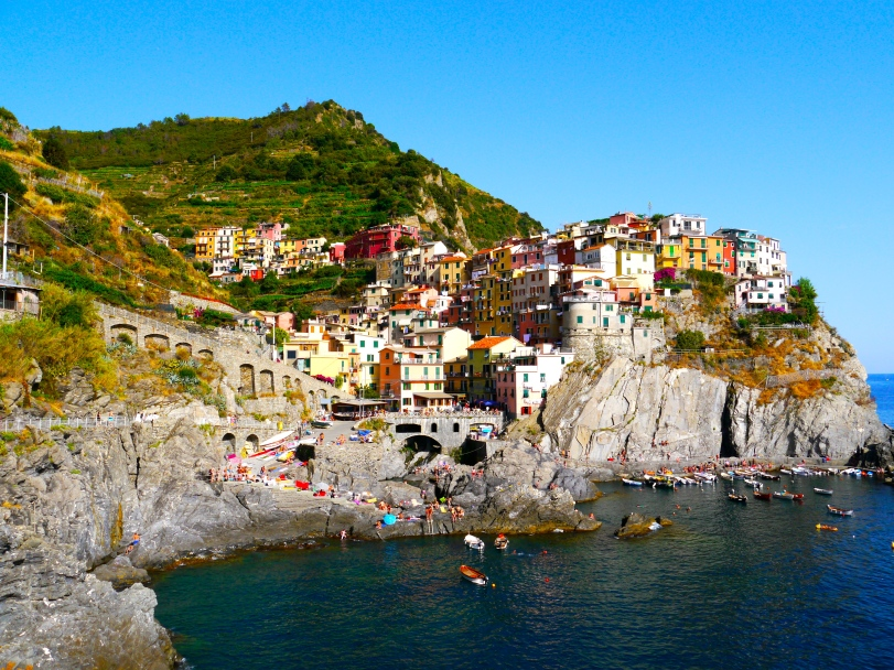 Anytime I talk about Cinque Terre, I want to jump back in the car and go there immediately. Wonderful, wonderful place!!