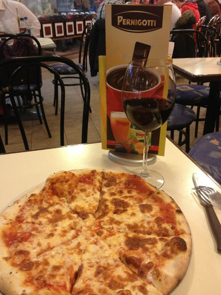 Pizza Margerita...so simple and yet so yummy!