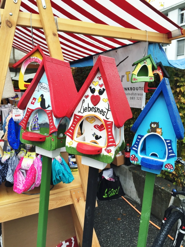 If I had a yard here, I might have bought one...these birdhouses were cute!