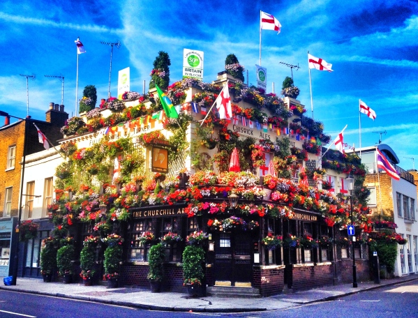 This pub was right outside Hyde Park toward Notting Hill...all pubs should really look like this! So pretty!