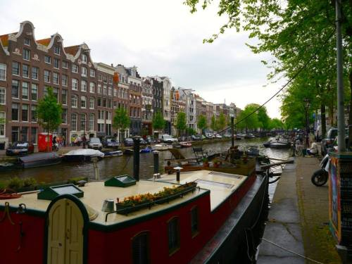 It is quite easy to get turned around in this city! The canals are very beautiful!