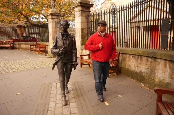 John did quite well being the statue!