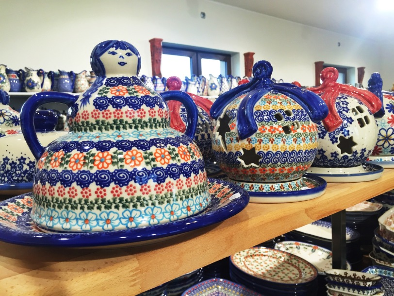 I opted against these adorable pieces but did have some good finds, even if Polish Pottery isn't really my style.