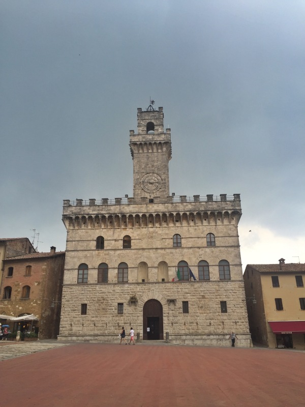Communal Palace in the Grand Square