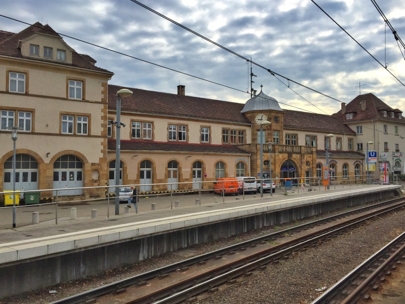 A short walk from the Rathaus and U-Bahn is the main Feuerbach Bahnhof. We can catch both the S-Bahn and U-Bahn trains here.